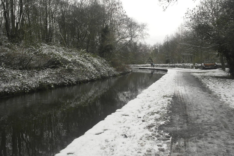 Peak forest canal (Bugsworth arm) in the snow