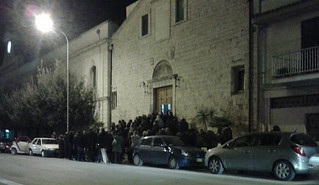 La folla per il trigesimo della morte di Antonio Busto
