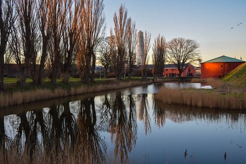 park sky reflection water se sweden outdoor urbannature sverige malmö cityview euorpe turningtorso kungsparken spegling skånelän malmöhus kommendanthuset