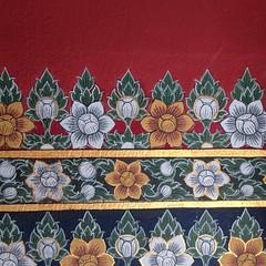 ลักษณ์ลาย ลงลวด เส้นขมวด โดดเด่น เป็นศิลป์ไทย - Peinture traditionnelle thaïe / motif thaï #peinture #thaimotif #decoration #sattahip