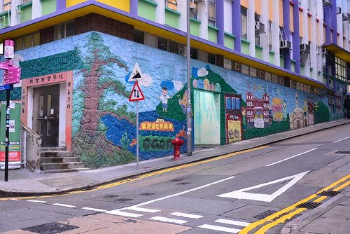 アートな壁画のある小学校