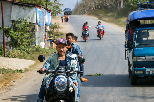 Road from Luang Prabang city to Kuang Si Falls, Laos ルアンパバーンの町からクアンシーの滝への道中