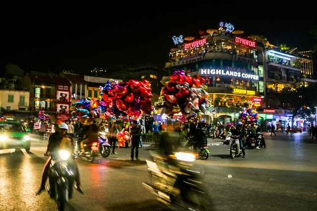 Crowded New year's night in Hanoi, Vietnam ハノイ、年越しで賑わう大通り