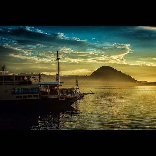 sea indonesia boat nikon sailing worldheritage komodoisland lifeonboard d810 eastnusatenggara travelindonesia wonderfulindonesia padarisland kalagonda