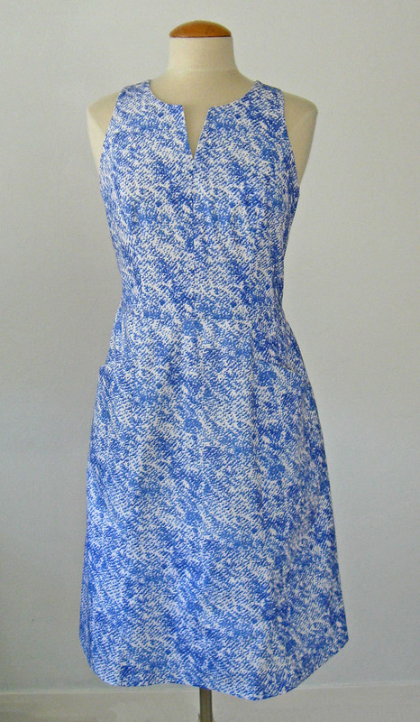 blu wh dress on form2