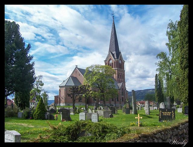 Fiordos noruegos lago Mjosa Lillehammer Troll Trondheim - Iglesia Vigslet