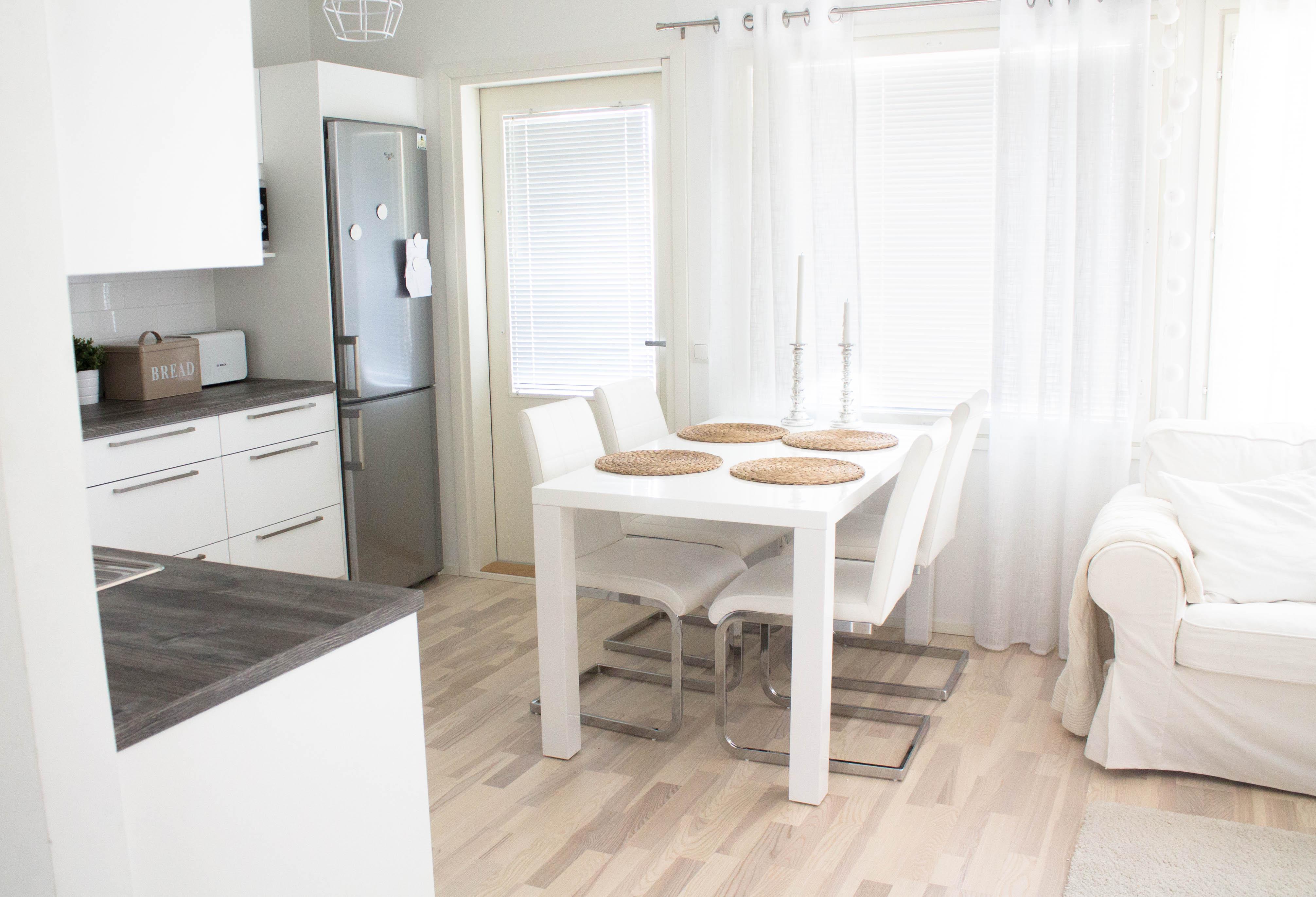 valkoiset keittiöntuolit