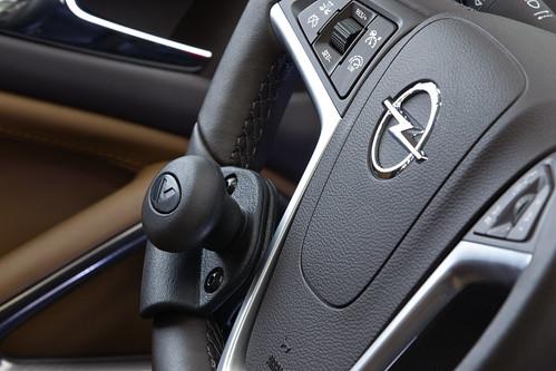 Sicher auf Tour mit Opel-Fahrhilfen