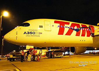 LATAM A350-900 First in the Americas noche (RD)