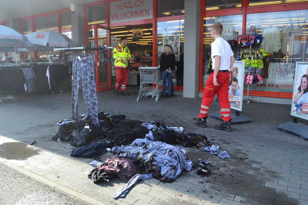 Pforzheim: KIK - Kleidung brennt im Verkaufsraum - 06.04.2016