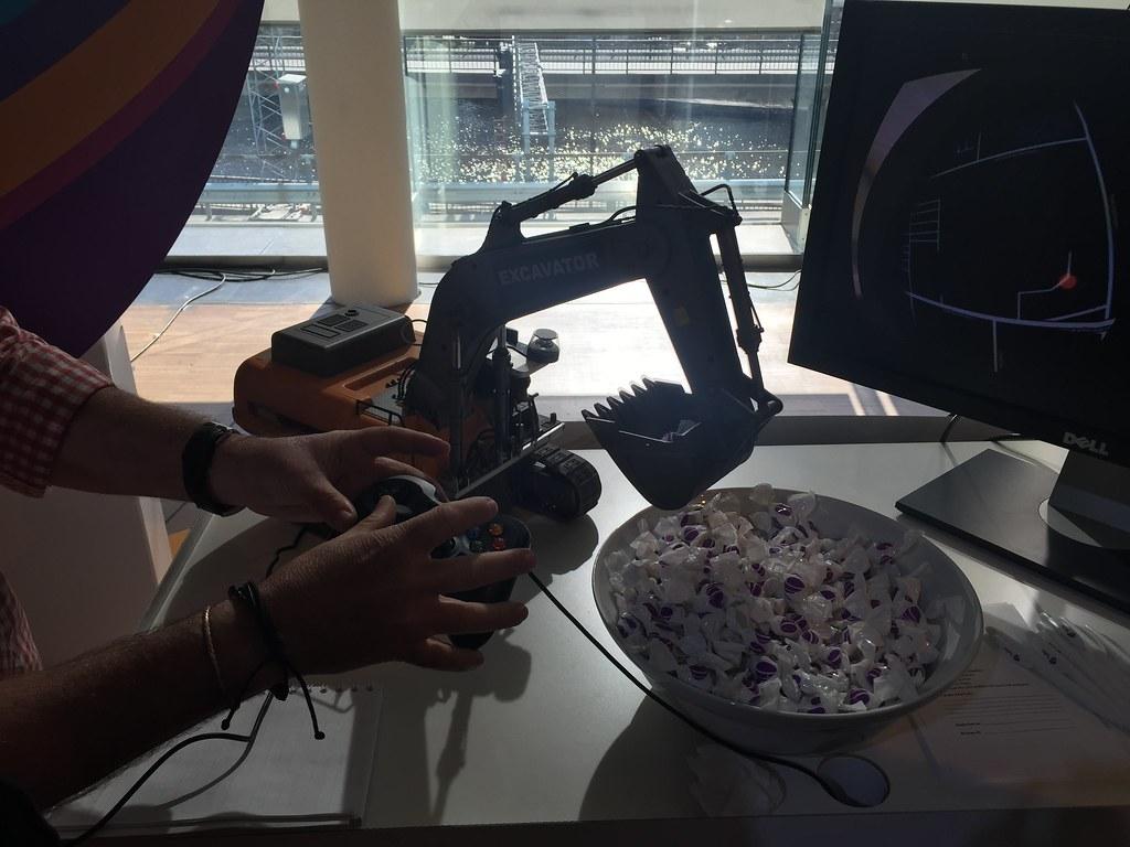 Grävskopa styrd med VR-glasögon