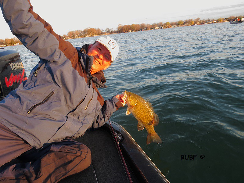 Lake St  Clair Bass Fishing Reports (7 lber) 04-24-16 & 04