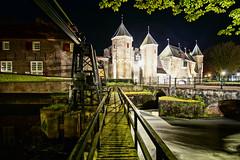 De Koppelpoort at night