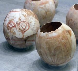 03Cáscara de huevo de avestruz decorada 500-300 a.C