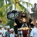 Ein Prozessions-Ritus am Abend auf der Heimfahrt; Bali, Indonesien (2)
