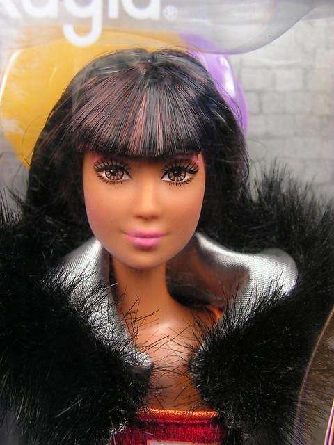 2004 Barbie Fashion Fever Kayla H0662 (1)