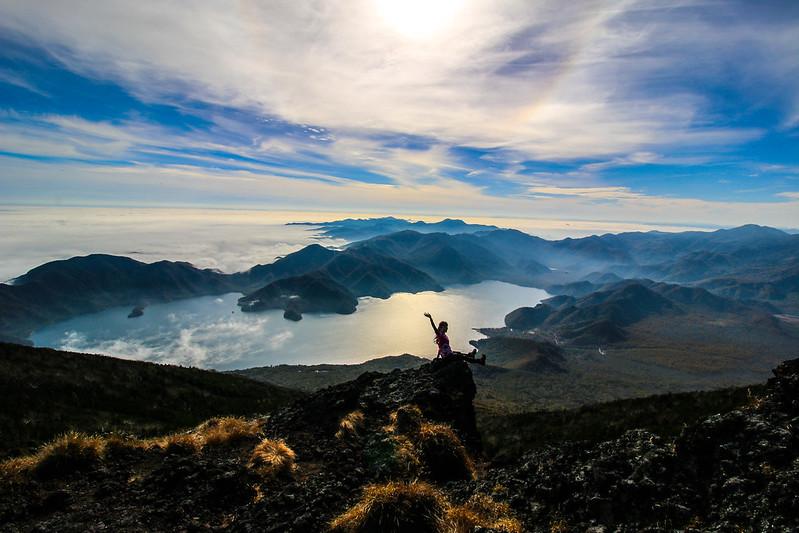 男体山の山頂から中禅寺湖