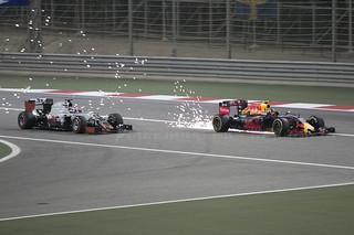F1 race - Ricciardo sparking past Grosjean for 4th