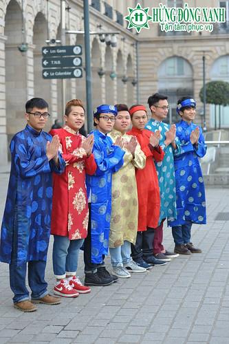 Thấp thoáng tà áo dài của du học sinh trên thành phố Rennes xinh đẹp