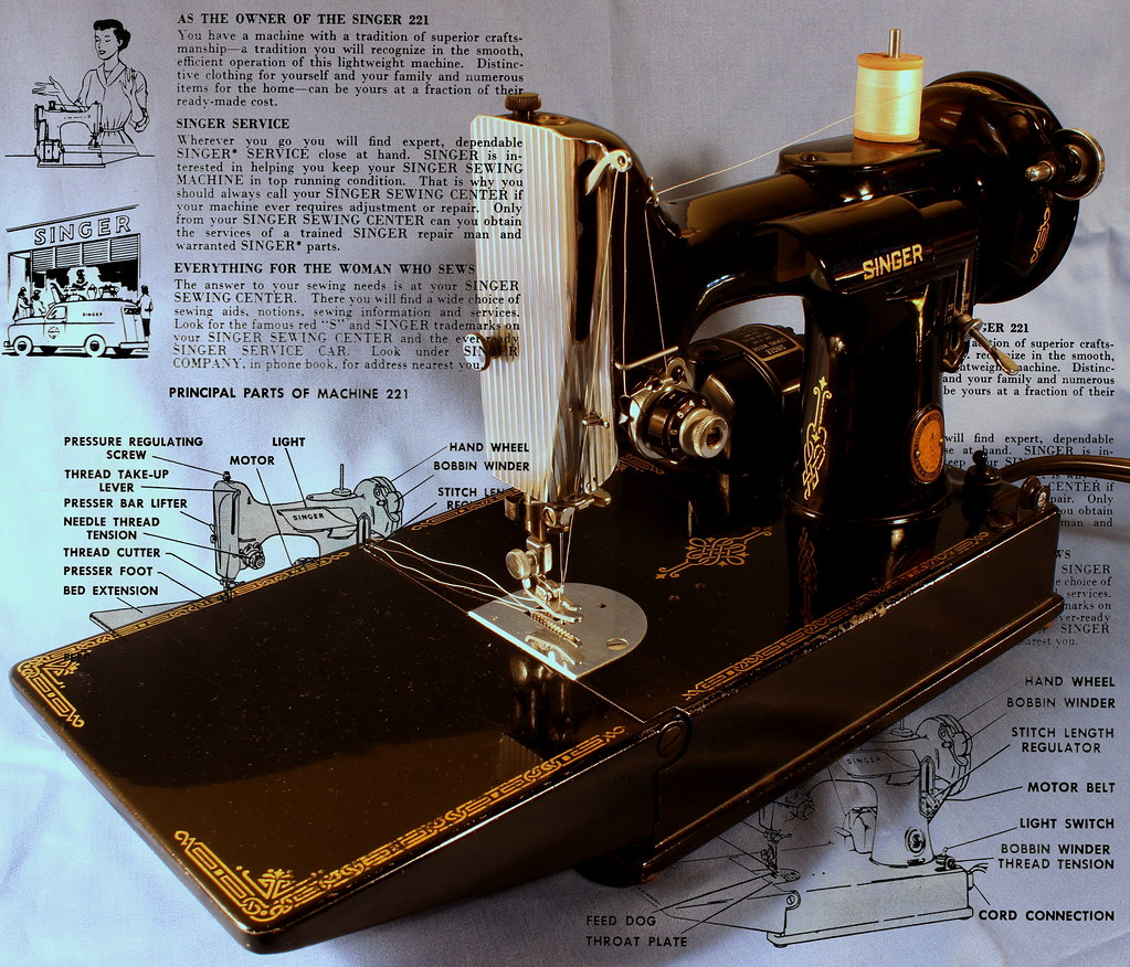 Singer 221 Featherweight sewing machine