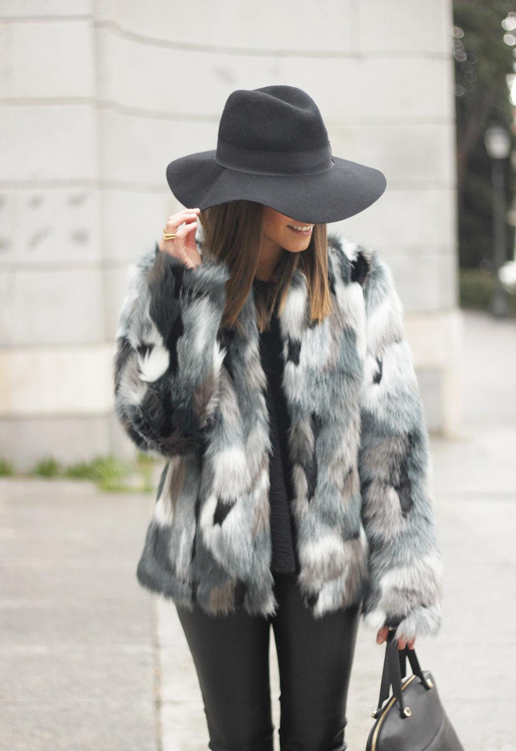 Faux fur coat leatherette pants booties black hat mango streetstyle fashion outfit19