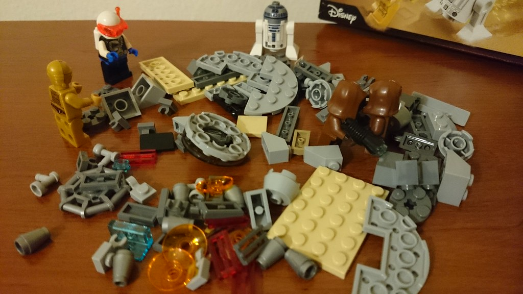 ThebrickReview: LEGO 75136 - (Star Wars) Droid Escape Pod (Pic Heavy!) 25279140134_708447f561_b