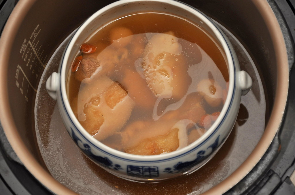 Double Boiled Chinese Pear Soup with Philips Pressure Cooker 3