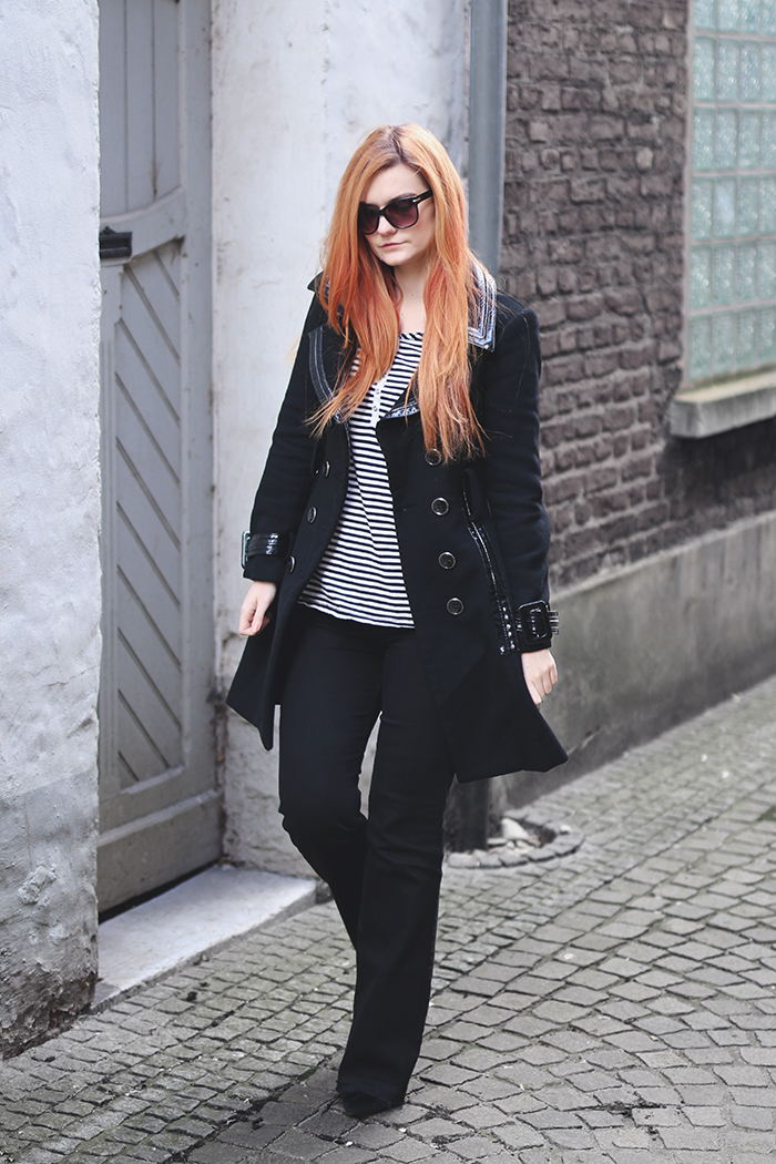 Flare jeans strped top and trench coat
