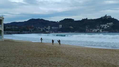 MAÑANA DE SURF EN LA CONCHA