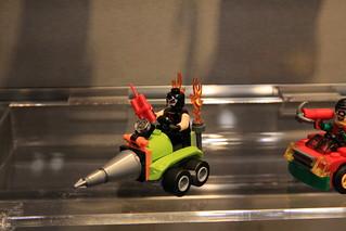 LEGO Mighty Micros 76062 Robin vs. Bane 4