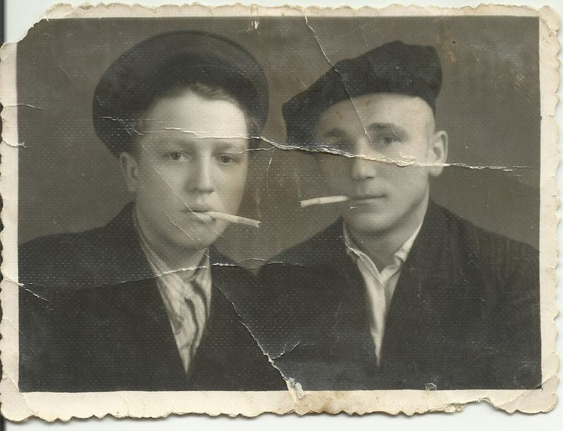 Дзед Лаўрэн (справа) у маладосці. Месца і час невядомыя
