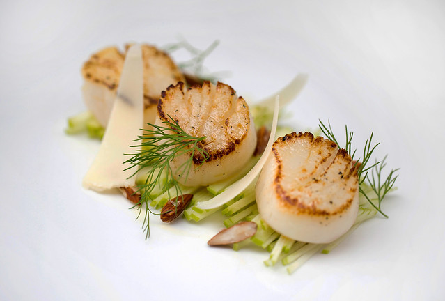 Pan-fried scallops, green apple, parmesan, smoked almonds © ROH Restaurants