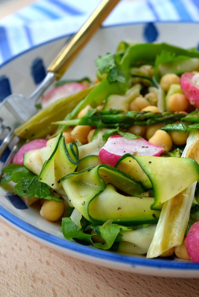 Roasted Spring Vegetable Chickpea Bowl | www.rachelphipps.com @rachelphipps