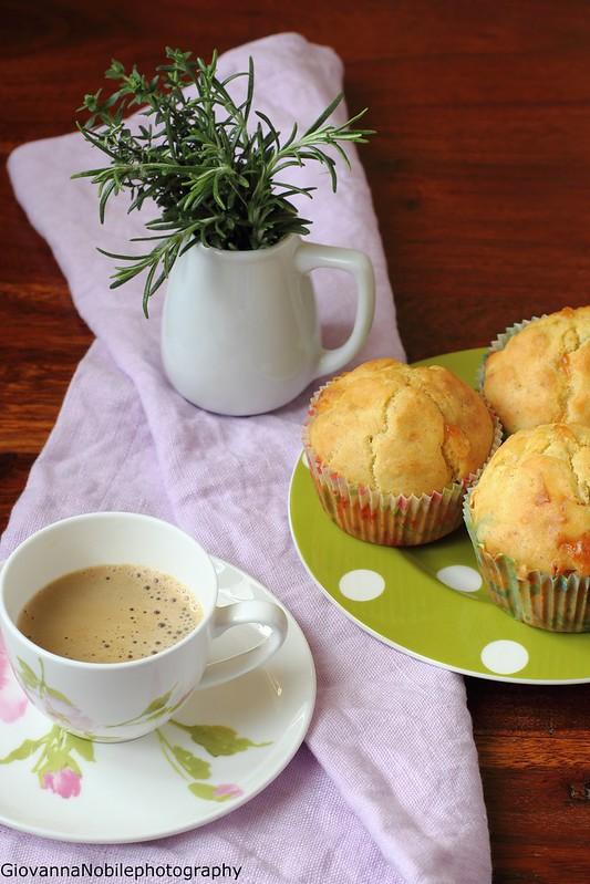 Ricetta dei muffin con piselli, prosciutto crudo e provola silana