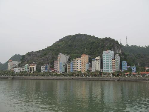 Cat Ba-ville: les hôtels à flanc de colline