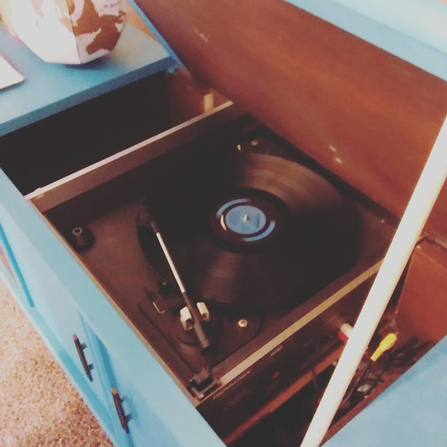 Our vintage $10 thrift find record player finally died after 17 years of faithful service. Husband is sad but we have a new one on the way and this vintage console won't be empty for long #vibrage #vinyl #vintagelife