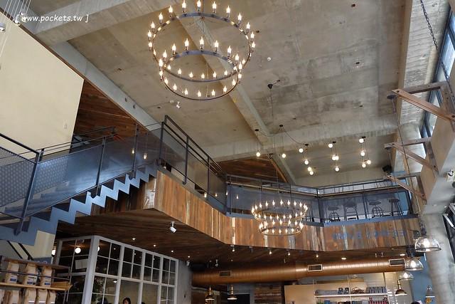 24440863733 7407fe9ef2 z - 【台中北屯】憲賣咖啡.熱河店:充滿現代感的舒適空間,樓中樓的挑高設計,餐點令人耳目一新,附立食區和外帶區,鄰近文心路諾貝爾書局