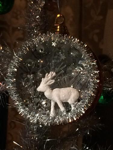 dioraa ornament