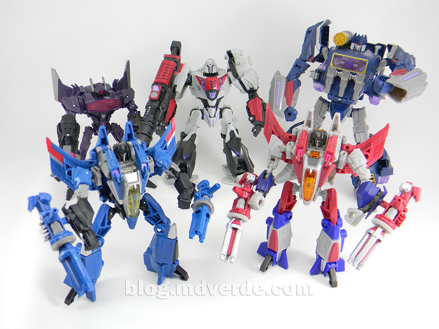 Transformers Thundercracker Deluxe - Generations - modo robot vs otros WFC