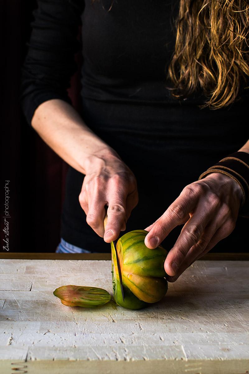 Focaccia de tomate, cebolla y albahaca