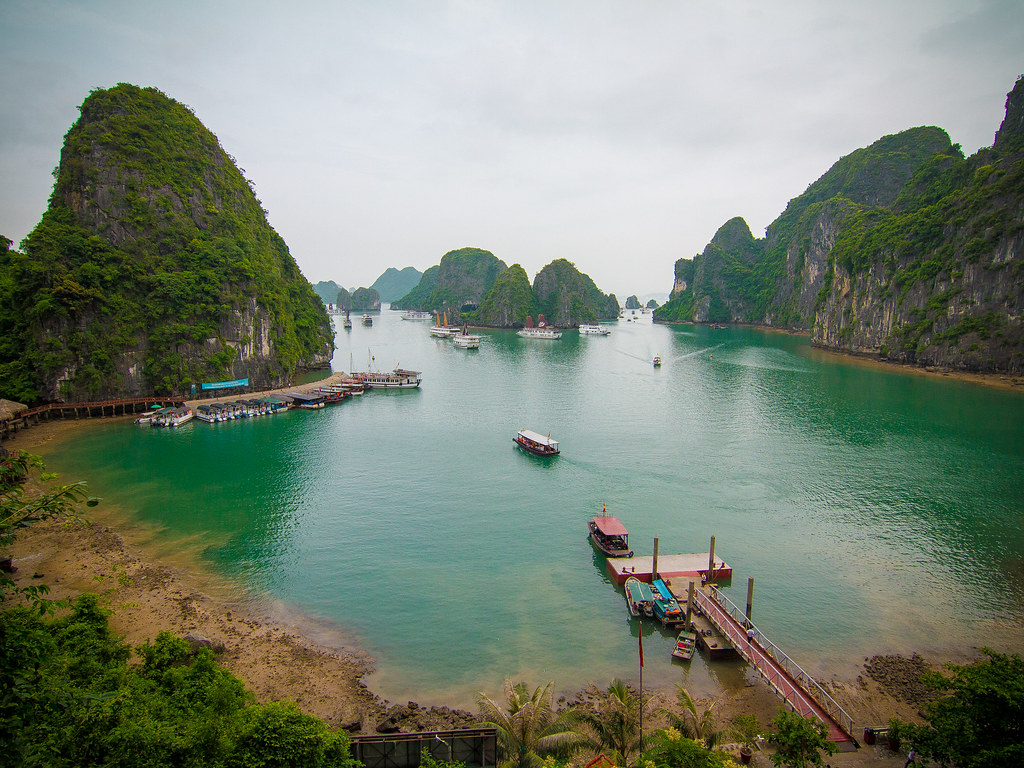 Vietnam – Halong Bay Cruise