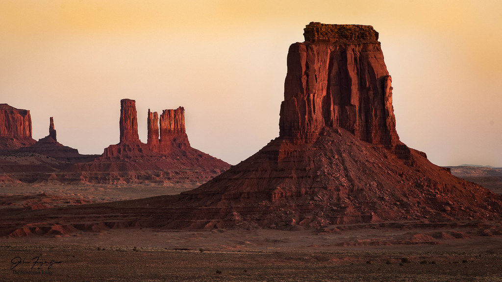 Hazy Sunrise, Monument Valley