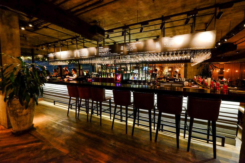 Pullman Bangkok Hotel G's Scarlett Wine Bar & Restaurant