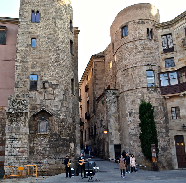 barcelona gothic quarter - main wall