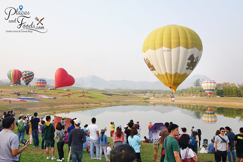 singha park international hot air balloons singha and crowd