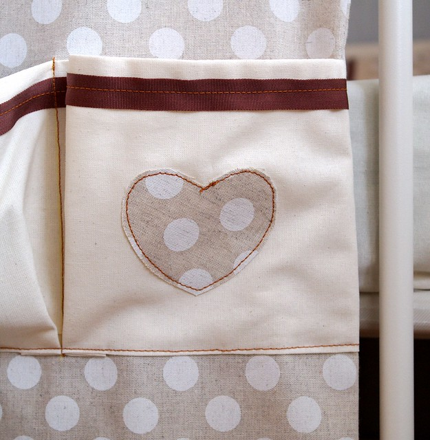 Шьем кармашки на детскую кроватку