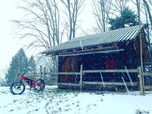 knusperhäuschen, genau richtig, umden #graupelschauer abzuwarten #waldweid #winterpokal #specializedfatboy #mtb #snowride