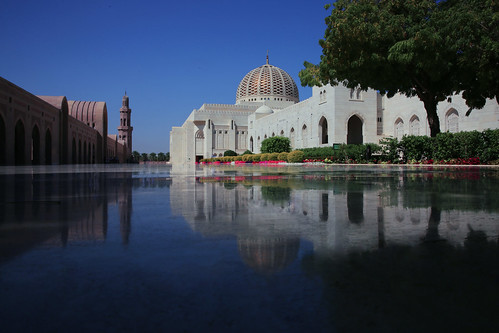 reflection perspective mosque architect oman muscat persiangulf sultanqaboosgrandmosque canon5dmarkiii 2470mmf28lii