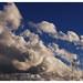 Cielo despejado con nubes de algodón por khersan
