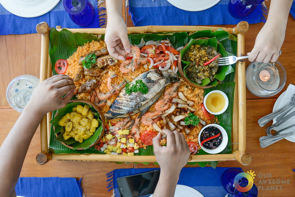 A Fun Pinoy Boodle Fight With Mix Of Ilocano Favorites On Bed Aligue Crab Fat Rice Chicken Adobo Inihaw Na Bangus Hilabos Hipon